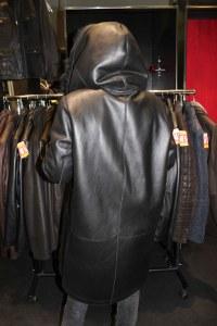 Vue de dos de la veste 3/4 en cuir d'agneau en solde chez Cesare Nori