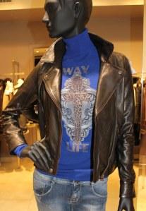 Haut bleu col roulé femme de marque Fehu en vente à 88 € au lieu de 175 €