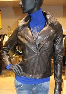 Perfecto cuir noir Dix Zip en solde à 330 € au lieu de 499 €