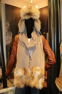Étole en cachemire, laine, viscose et fourrure renard et chapka