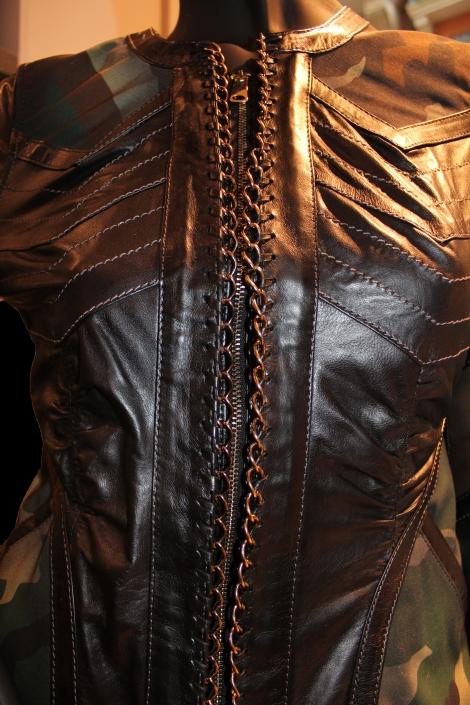 Détails avant de la veste noire en cuir Don Vanquisher