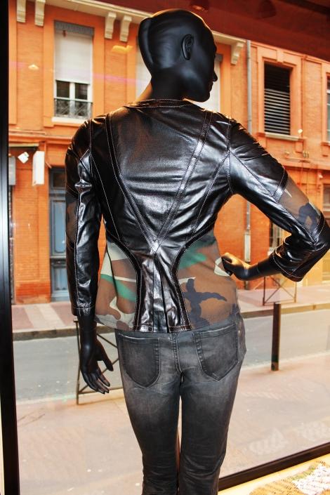 Dos de la veste cuir Don Vanquisher noire avec découpe en V