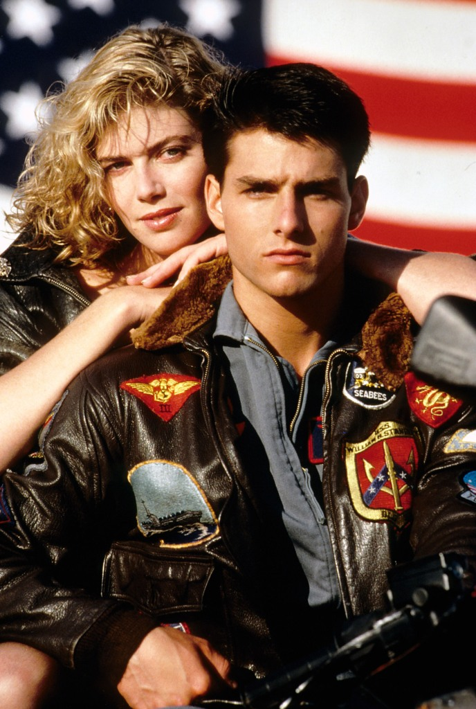 Tom Cruise dans TOP GUN portant un blouson aviateur