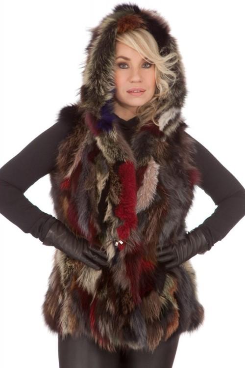 Gilet fourrure de renard avec capuche rouge femme sélection Cesare Nori gilet capuche