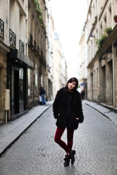 Betty Autier manteau noir style fourrure