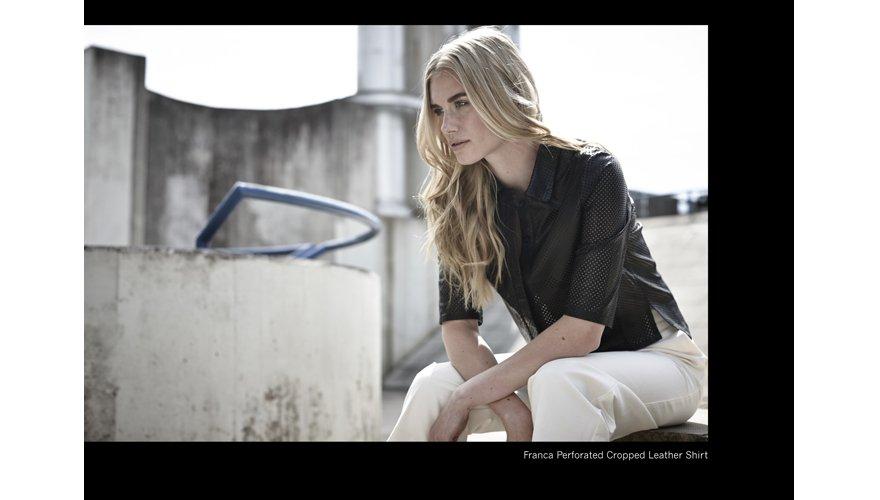 chemise cropped femme perforée en cuir noir Muuba