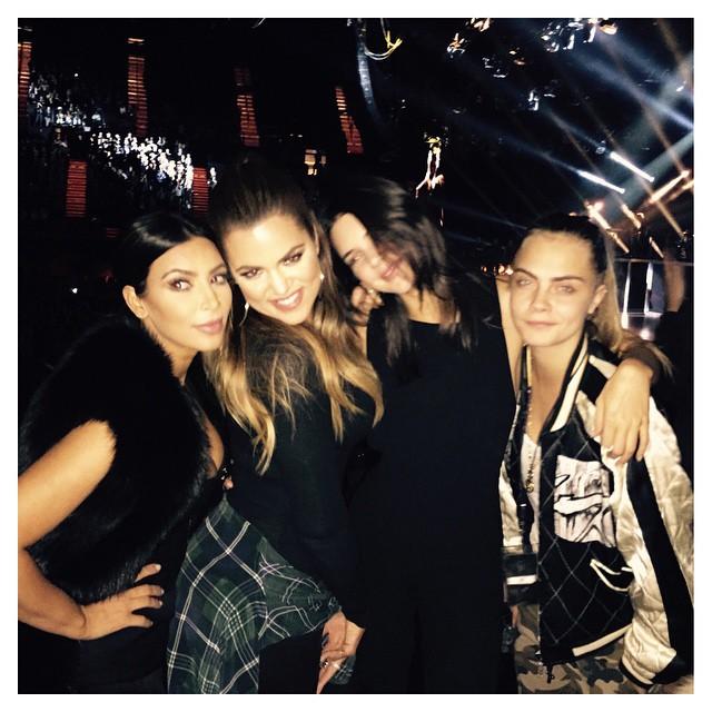 Kim Karashian avec ses soeurs et Cara delevigne au concert Sam Smith janvier 2015