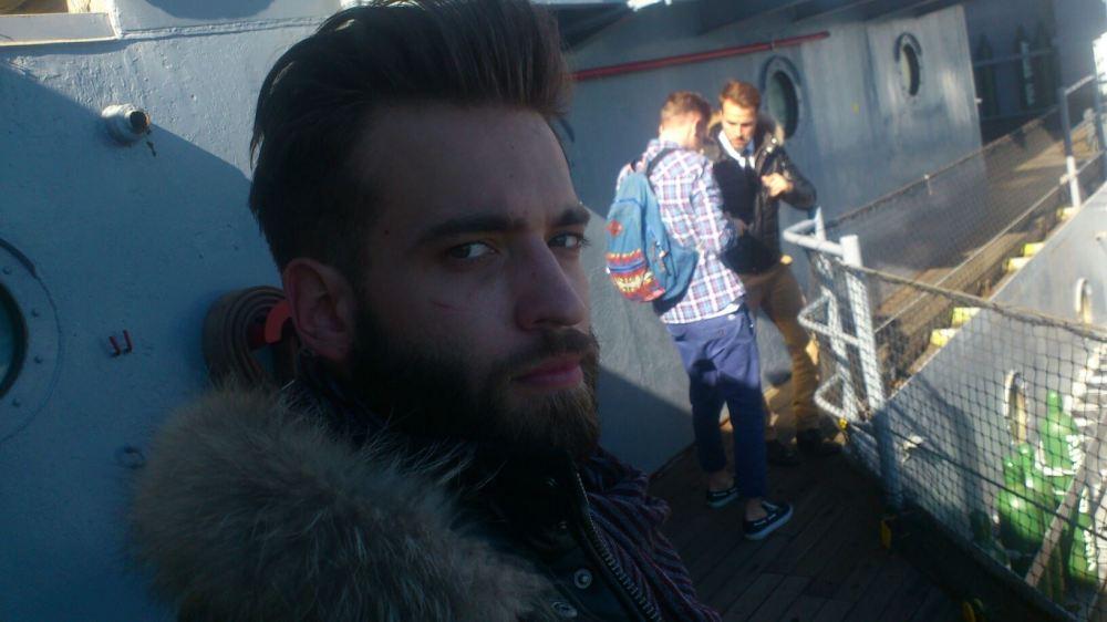 Selfie de Melvyn G qui nous donne un petit aperçu après le 1er jour de prise de vue. On aperçoit Karl E-Landler dans le fond