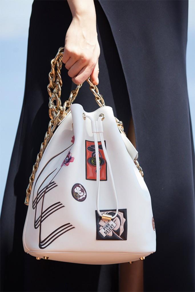 Défilé Croisière Dior 2016 sac blanc à patch