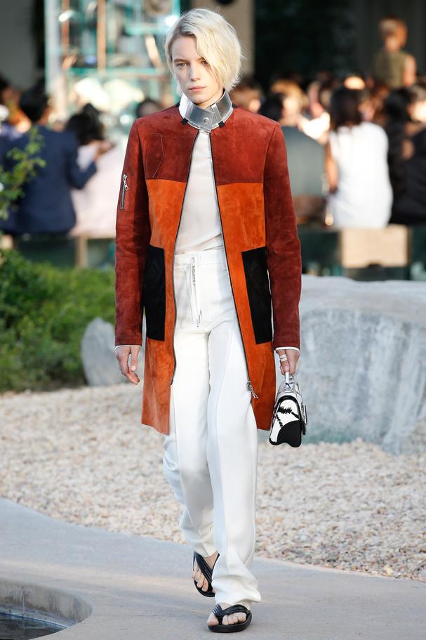 Manteau en daim défilé croisière 2016 Louis Vuitton