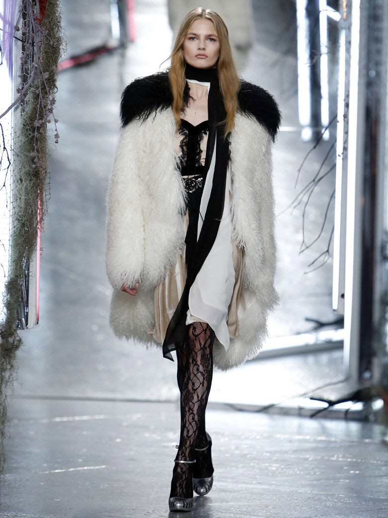 Manteau femme en fourrure by Rodarte collection AW 15-16