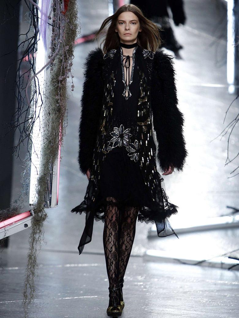 Veste femme en fourrure noire Rodarte collection AW 15-16