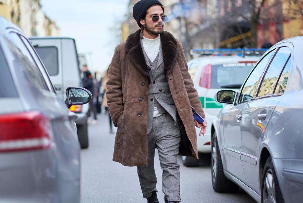 Manteau homme marron en peau retournée
